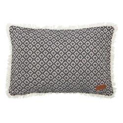 Rough ett skönt kuddfodral med fransar. Art.nr 22675-98. Färg: Svart och vit.