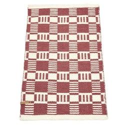 Cotton quadrat en garnmatta i bomull, mått 60 x 90 cm, art.nr 22886-39. Färg: Roströd och vit.