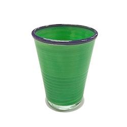 Macao ett färgglatt dricksglas från Modern house. Färg: Grönt med blå kant.