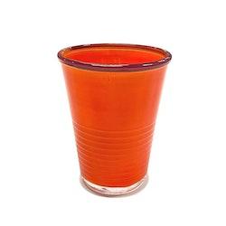 Macao ett färgglatt dricksglas från Modern house. Färg: Orange med en lila kant