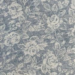 Rosor är en rund vaxduk från Noble house. Färg: Blå.