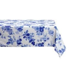 Blå blomster 2 är en rektangulär vaxduk från Noble house. Färg: Vit med blå blommor.