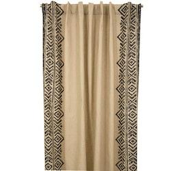 Casablanca ett gardinset med dolda hällor. Färg: Beige med ett härligt mönster i svart.