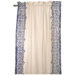 Casablanca ett gardinset med dolda hällor. Färg: Vitt med ett härligt mönster i blått.