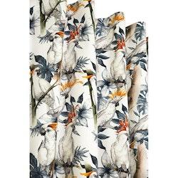 Kakau ett underbart gardinset i sammet med kakaduor i mönstret och multiband. Färg: Vit botten med vita kakaduor med gröna och grå toner.