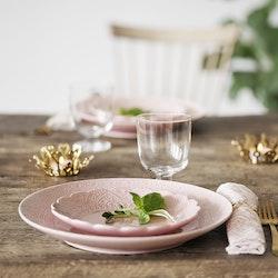 Orient tallrik från Cult design. Färg: Rosé, rosa..