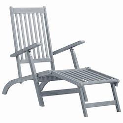Däckstol med fotstöd grå kalkfinish massivt akaciaträ