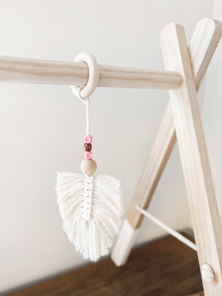 Babygym macrame feather