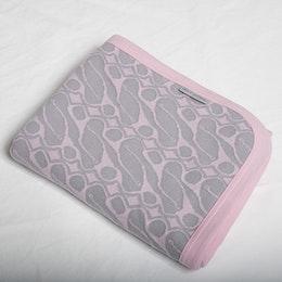 Marbäck - Babyfilt - Rosa jaquard