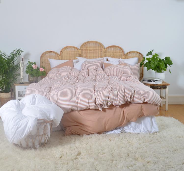 Marbäck - Örngott -Dimrosa/ vit rand