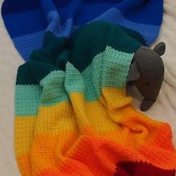 Värmande filt i regnbågsfärger