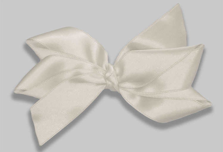 Creme hårrosett från ellarosetten rosetten är stor, perfekt till bröllop och kalas, fotograferingar och andra speciella tillfällen