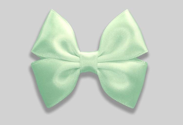 pastellfärgad hårrosett i ljusgrön vårig och somrig nyans