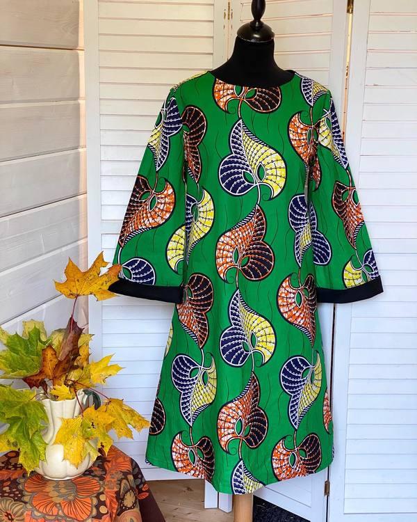 """Färglad klänning """"Hippie"""", grön botten"""