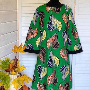 "Färgglad klänning ""Hippie"", grön botten"