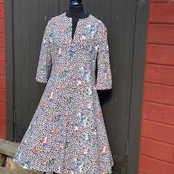 Härligt blommig klänning