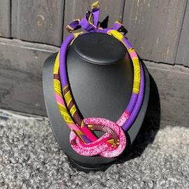Dubbelt halsband med knut rosa/lila