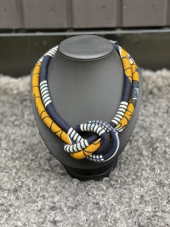 Dubbelt halsband med knut svart/senap