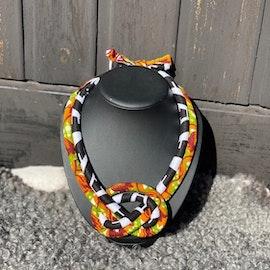 Dubblet halsband med knut. svart/rost/grön