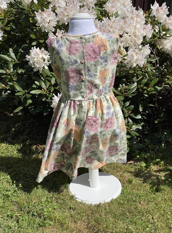 Ljuvligt sommarblommig klänning