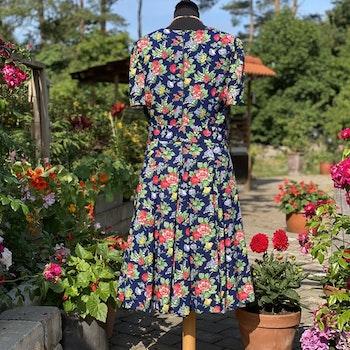"""Blommig klänning """"Sommaräng"""""""