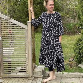 Tunnare klänning och sjal
