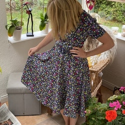 Småblommig flerfärgad klänning