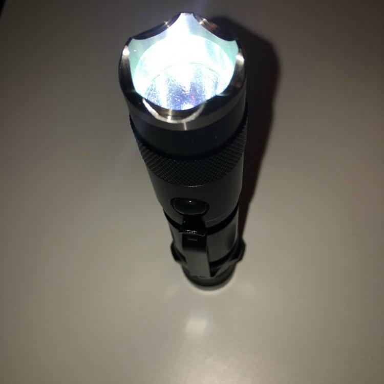SBA ST2 Taktisk Polis LED Ficklampa