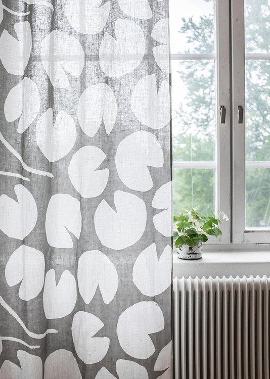 Fine Little Day Metervara Water Lilies GRÅ