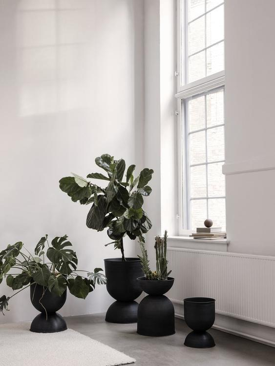 Hourglass Pot - Black Medium