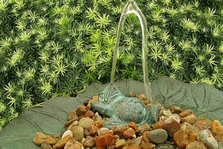 Frog Fountain, Lying on his back, Green. Length 11 CM