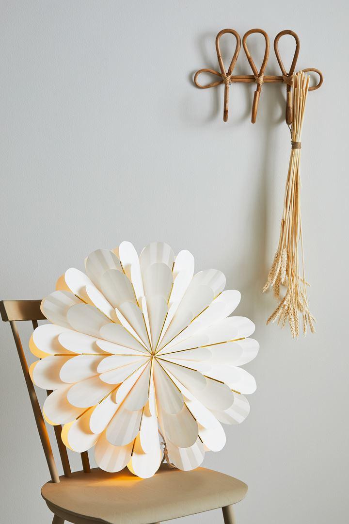 MARIGOLD  White  Pendent Poinsettia