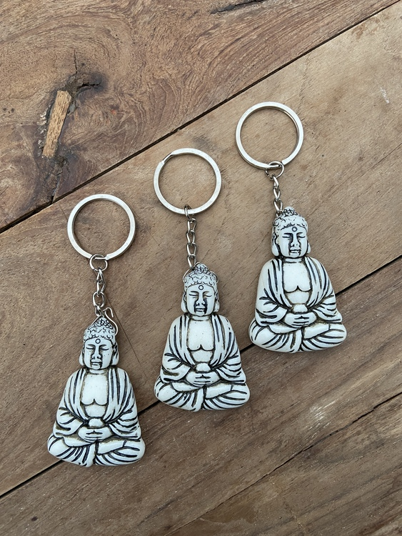 Nyckelring - Sittande buddha (vit)