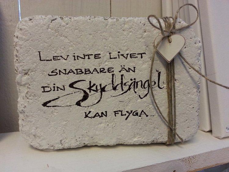 Handtextad sten
