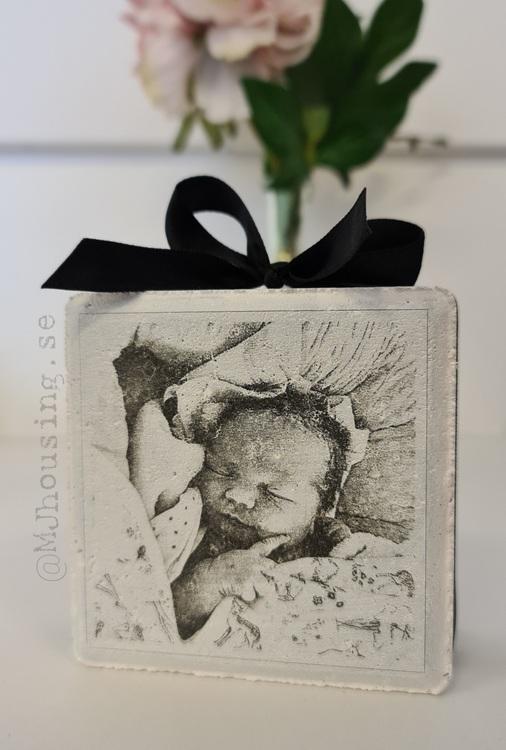Graverad sten med Foto