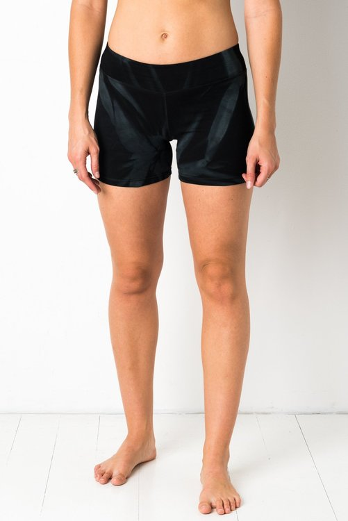 Thin Lycra Black Star Yoga shorts från Mata Hari