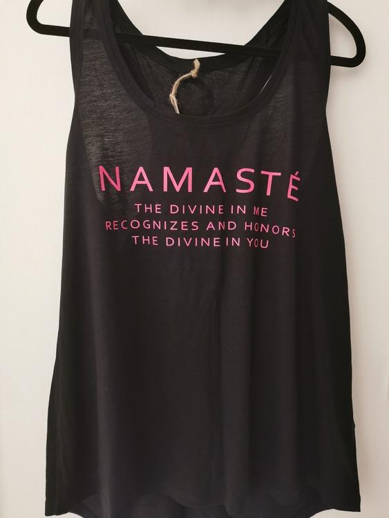Namaste- Racerback Tank - Black/pink från Enso Tribe