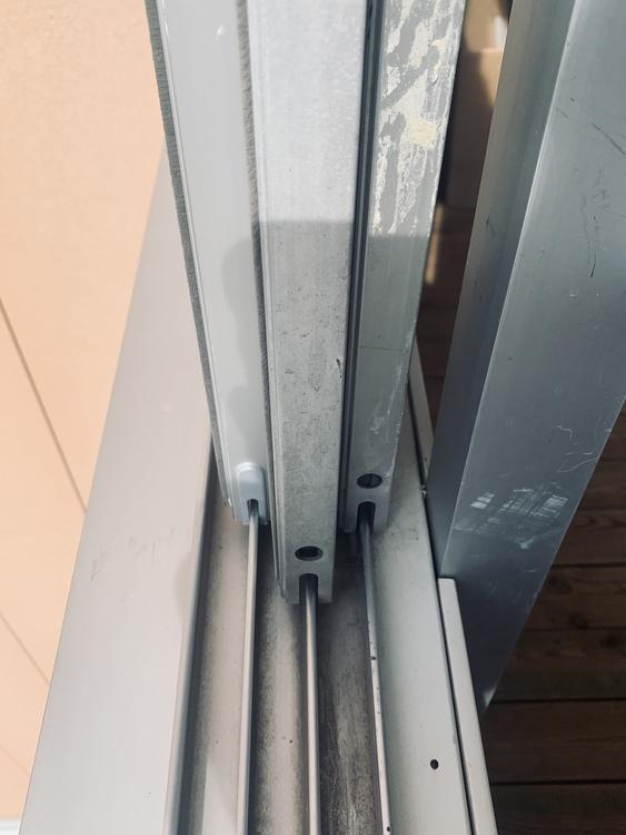 Djur och vädringsluckan för inglasad balkong.