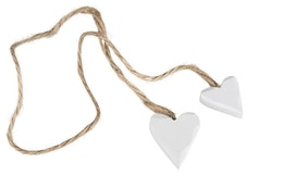 Vita hjärtan på snöre