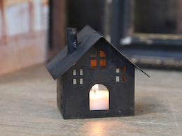 Litet ljushus med skorsten