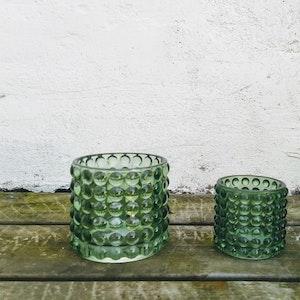En stor och en liten ljuslykta Bubbla i grönt glas, set om två