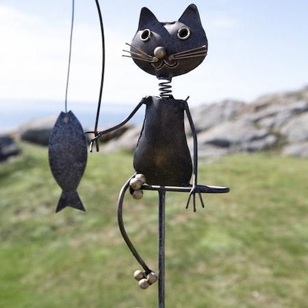 Regnmätare -  katt i hamrad plåt