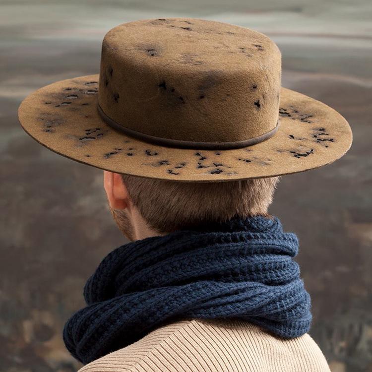 Spansk hatt med hål