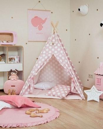 Rosa tipi tält - Prickar - med tältgolv och kuddar från Only Handmade