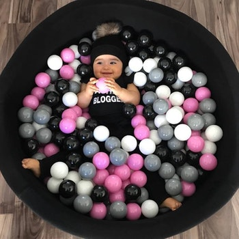 Svart bollhav (bollar – rosa, ljusrosa, transparenta & vita)