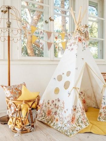 Flower power - stort vitt tipi tält