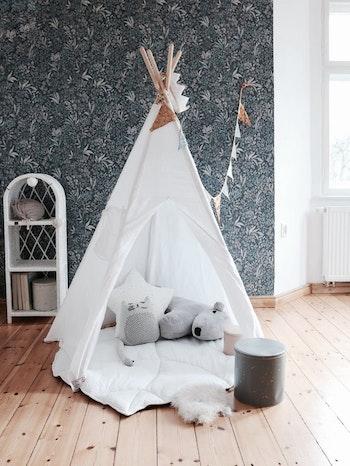 Vitt tipi-tält i linne - med eller utan lekmatta