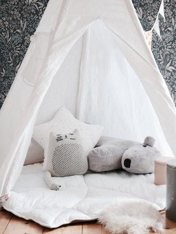 Vitt tipi tält i linne - med eller utan lekmatta
