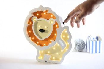 Lejon nattlampa för barn i trä