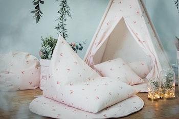 Rosé rosa saccosäck med tipi tält